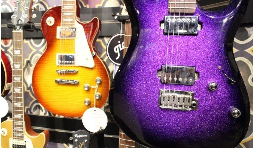 Loja Gig no Dia Mundial do Rock: guitarra, baixo e bateria