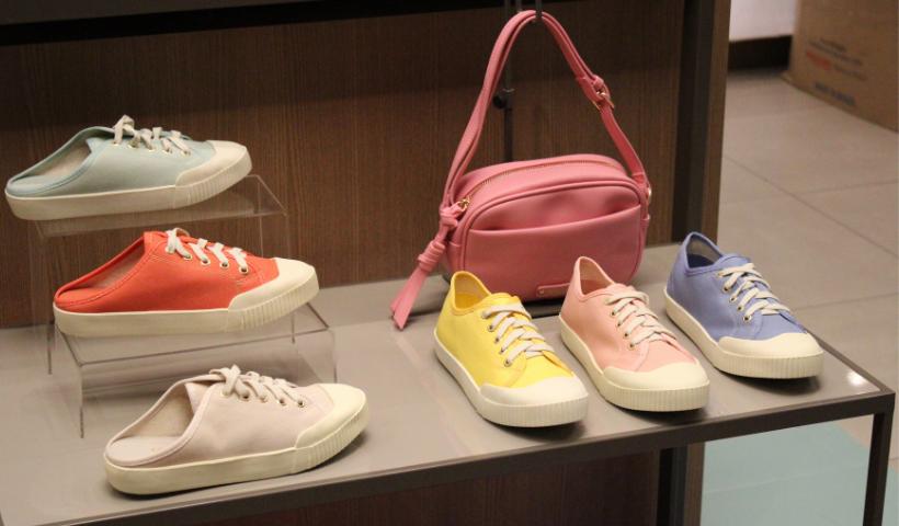 Tênis ou Mule? Escolha sua cor favorita para o verão
