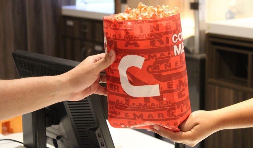 Outubro Rosa: Cinemark marca presença com pipoca especial