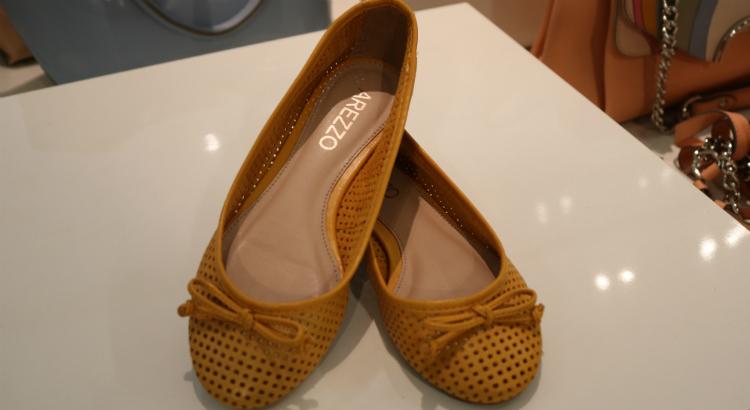 d888f288f5 Bolsas e sapatos pela metade do preço na Arezzo