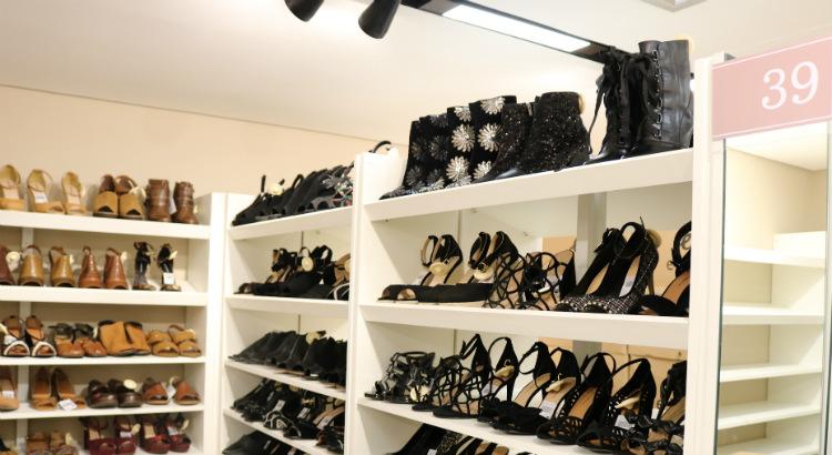 eb55de161a Constance  closet de sapatos para se servir à vontade