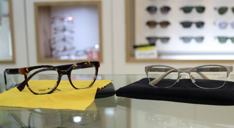 9b4f7fa05 Em que os clientes ganham o óculos de sol na compra de um de grau.